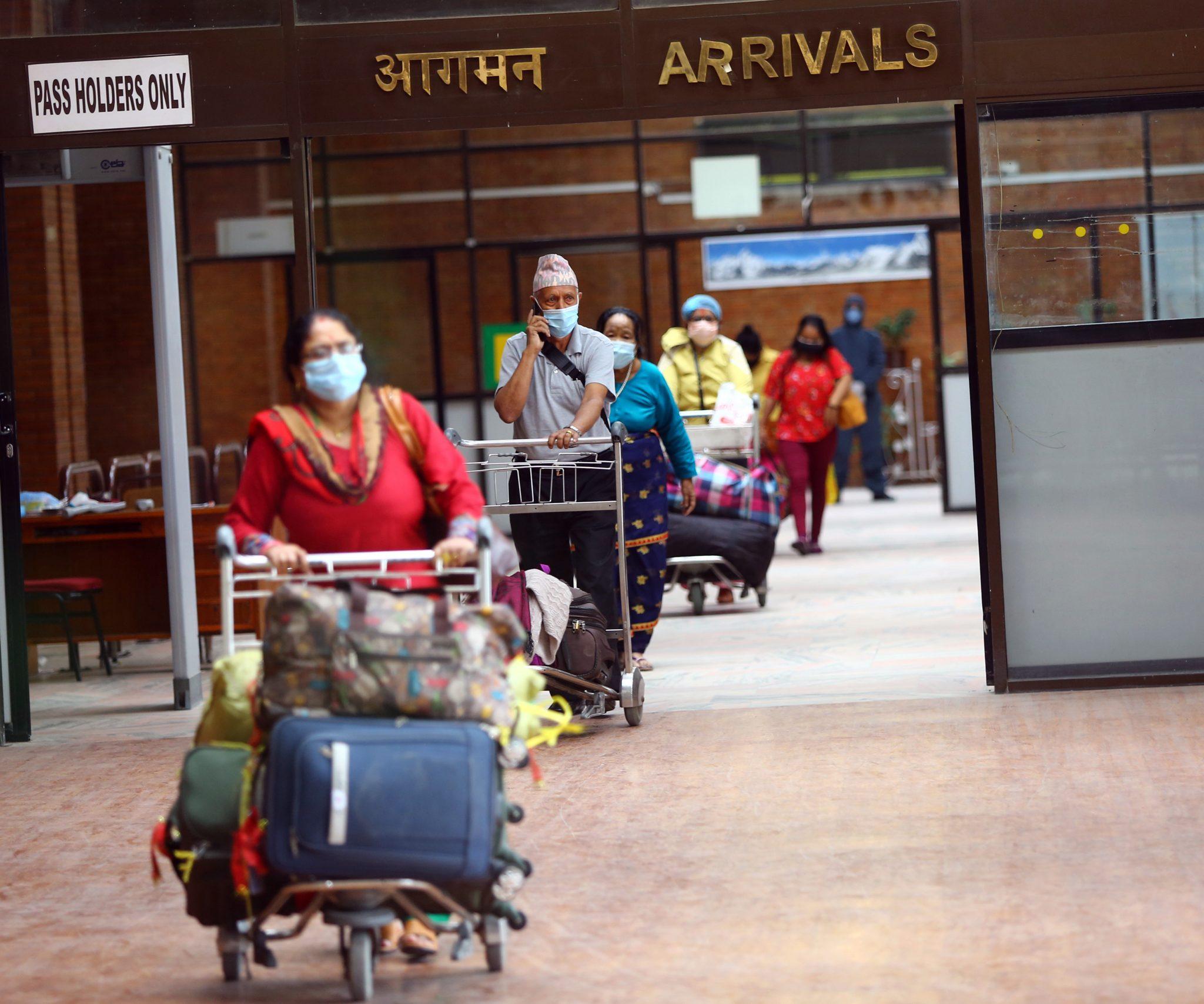 नेपाल सरकारले विदेशबाट नेपाली ल्याउदै, म्यान्माबाट आइपुगे २६ नेपाली (तस्बिरहरू)