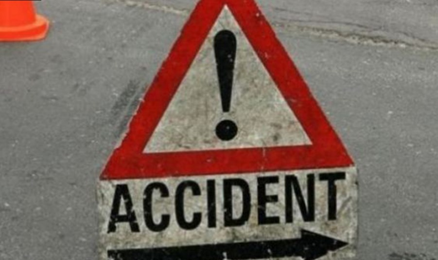 बस दुर्घटनामा चालकको मृत्यु, तीन घाइते