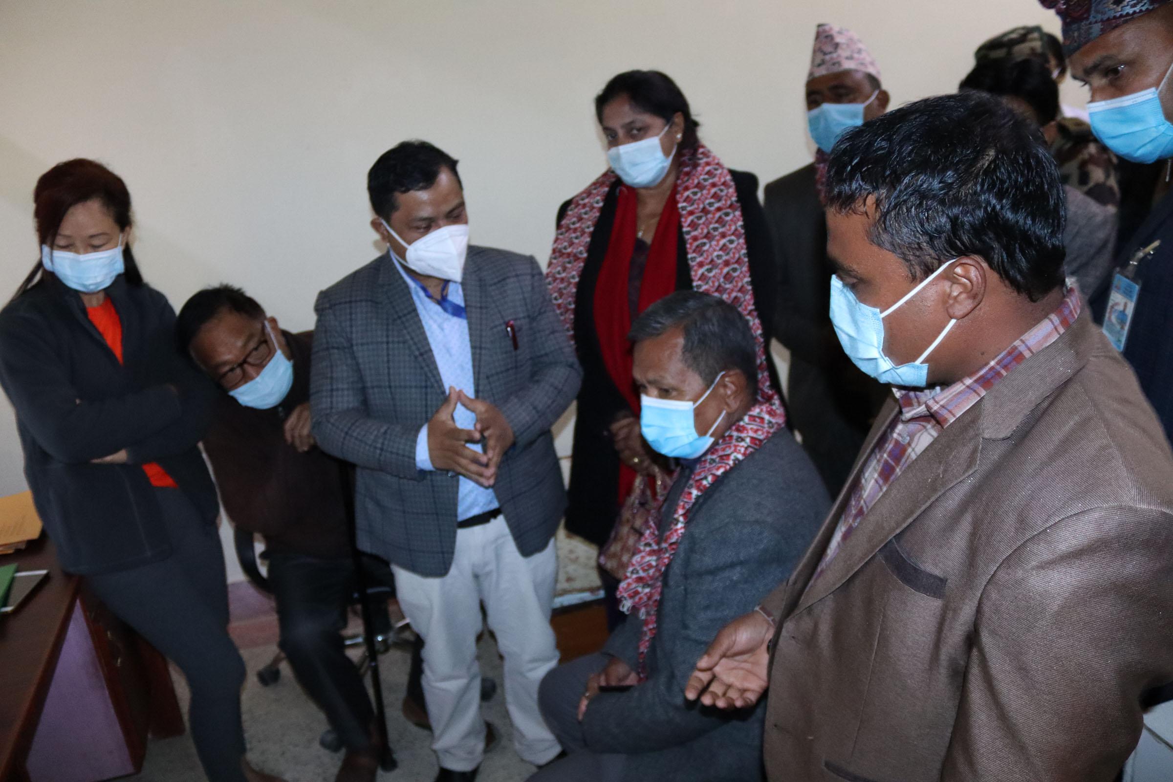 मुख्यमन्त्री गुरुङद्वारा धवलागिरि अस्पतालको निरीक्षण