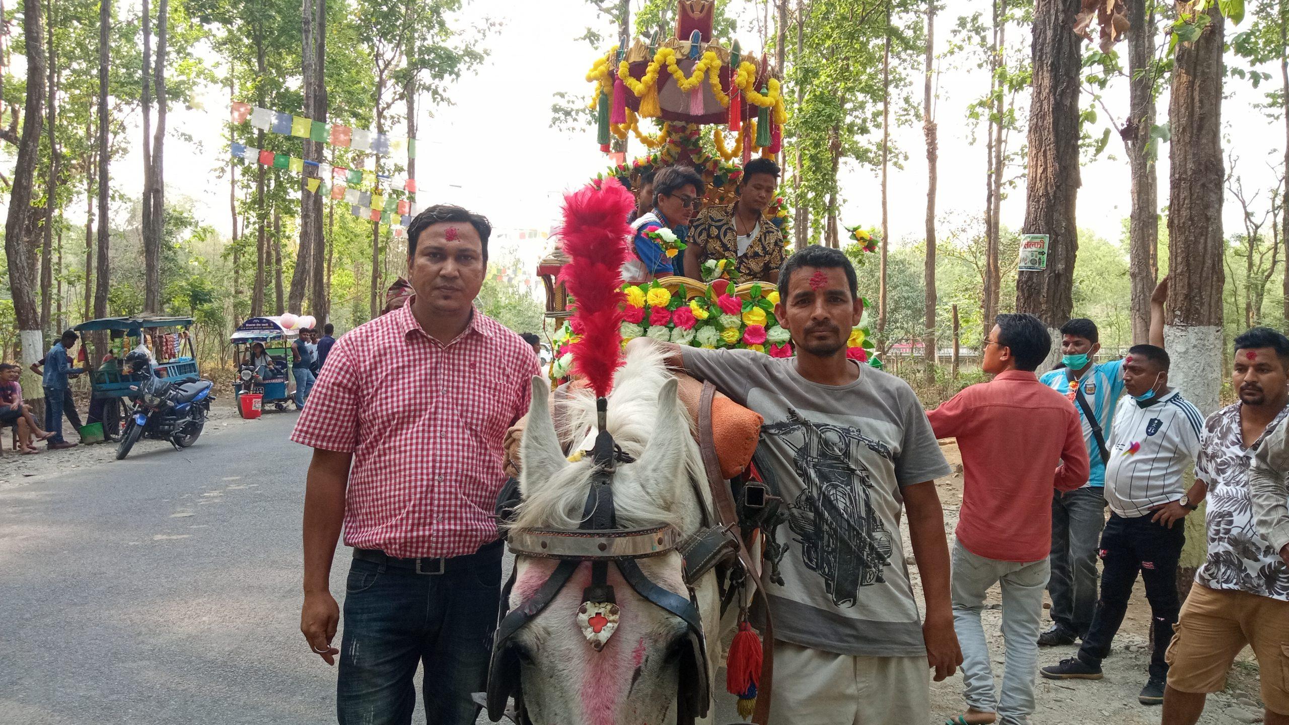 टिकटकका लागि अब सेल्फि राेडमा बग्गी सरर ( फोटो फिचर )