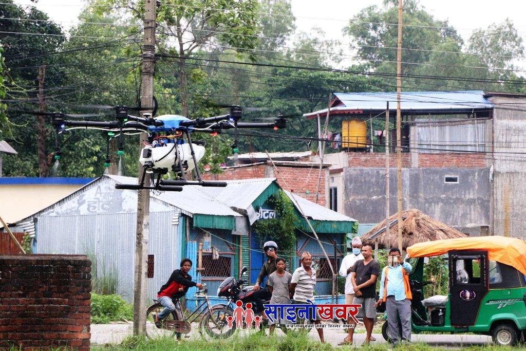 पथरीका क्षितिजले खेत खेतमा उडाए ड्रोन, हेर्नेको घुईचो ।