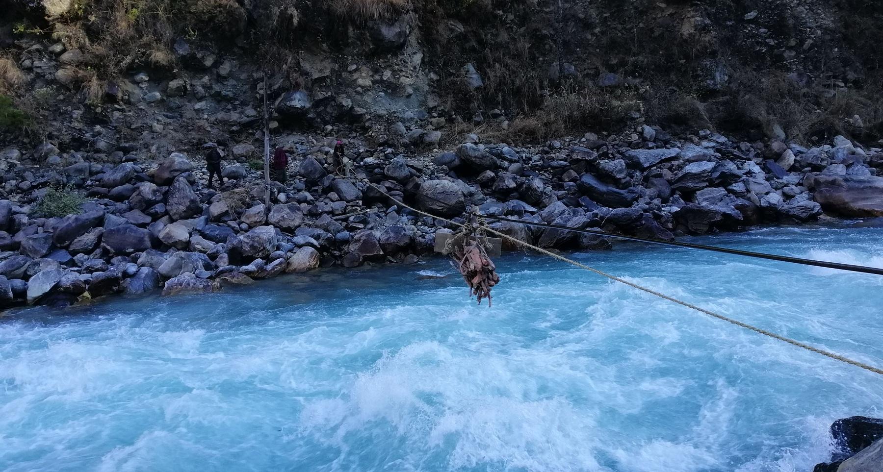 भारतीय एसएसबीले तुइनको डोरी निकाल्दा महाकाली नदीमा एक नेपाली खसे